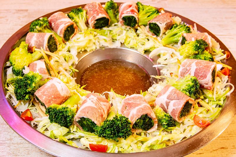 県産豚肉のガチマヤ風巻きしゃぶしゃぶ 1,780円(税抜)
